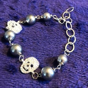 Jewelry - 💀sparkly skull faux pearl bracelet